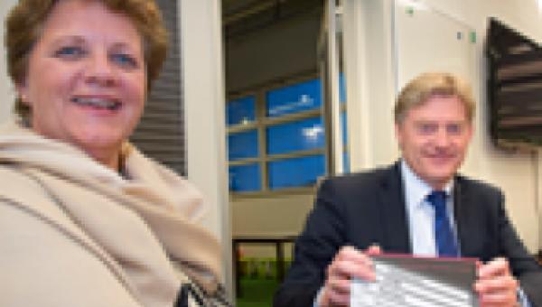 Staatssecretaris Van Rijn (VWS) onder indruk van modelwoningen voor ouderen
