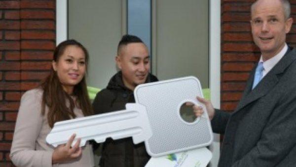 Minister opent duurzame huizen in Rijswijk