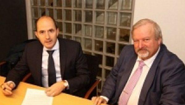 Contractondertekening stichting MET in Almere