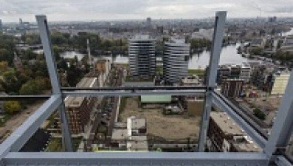 Hotel in Amstelkwartier bereikt hoogste punt met plaatsen kas op bovenste vloer