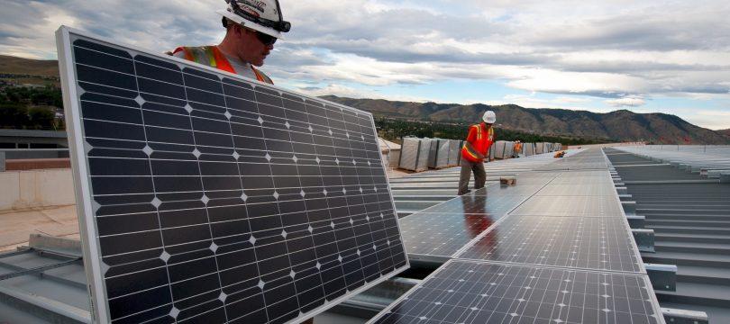 Zonnepanelen- en windturbine installateurs snelst groeiende carrières