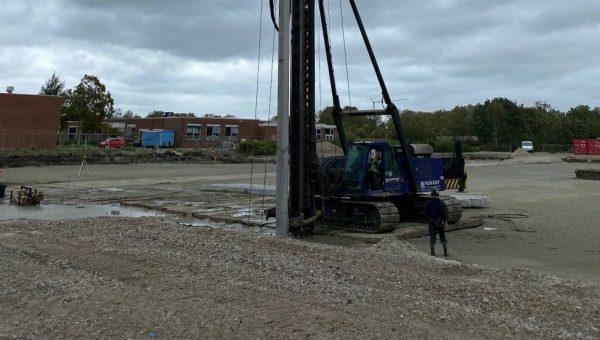 De 1e paal voor het nieuwe scholencomplex in Zierikzee is geslagen Kruimelpad