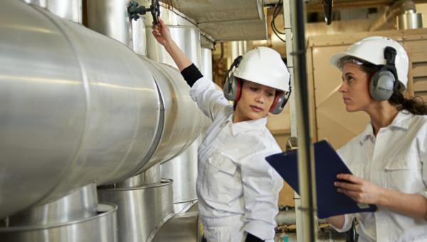 Technische arbeidsmarkt: lichte toename van het aantal vrouwen; instroom onderwijs dalende